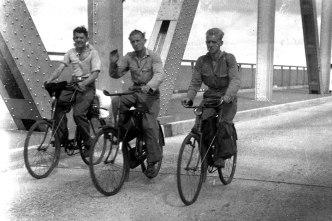 B_Front_Hans-Petersen,-Aage-og-Kai-Nielsen-på-Lillebæltsbroen-på-vej-til-Spanien.-August-1936.-(Foto-Nielsen)